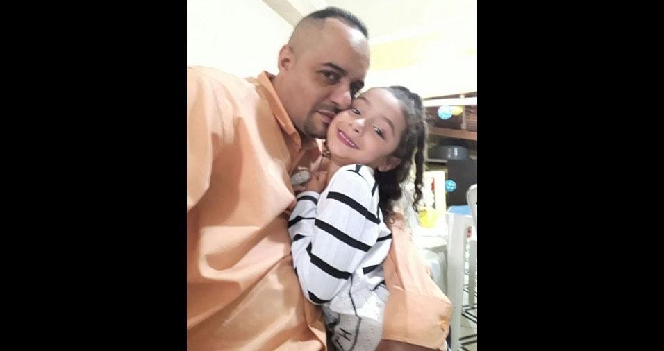 Marcos Rodrigues Ferreira, de Osasco (SP), com a filha Maria Eduarda
