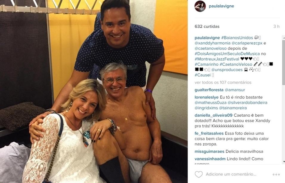 """16.jul.2015 - Uma foto em que o cantor Caetano Veloso aparece apenas vestido de meias e cueca ao lado de Carla Perez e Xanddy está causando alvoroço nas redes sociais. Na imagem, postada por Paula Lavigne, - ex-mulher e empresária de Caetano - o artista recebeu diversos elogios dos fãs na foto divulgada no Instagram. """"Épico"""", """"Caê não existe, coisa mais linda"""", """"Essa foto está demais, é muito dendê!"""", """"Quem resiste ao Caetano de cuequinha?"""", escreveram alguns dos internautas nos comentários"""