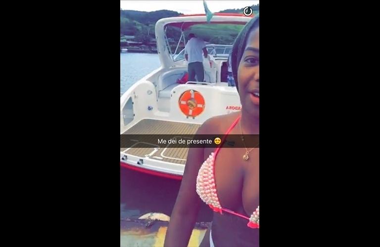 """6.jan.2016 - Ludmilla também exibiu um jet ski, seu outro brinquedinho. """"Me dei de presente"""", disse ela na legenda do vídeo, feito no Snapchat"""