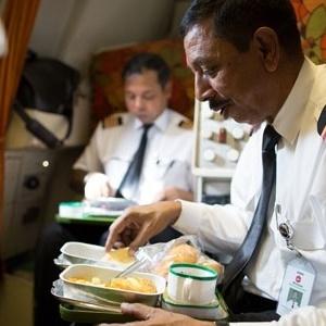 Menu a bordo de aviões são alterados para reduzir os custos da companhia - Reprodução/skyscrapercity
