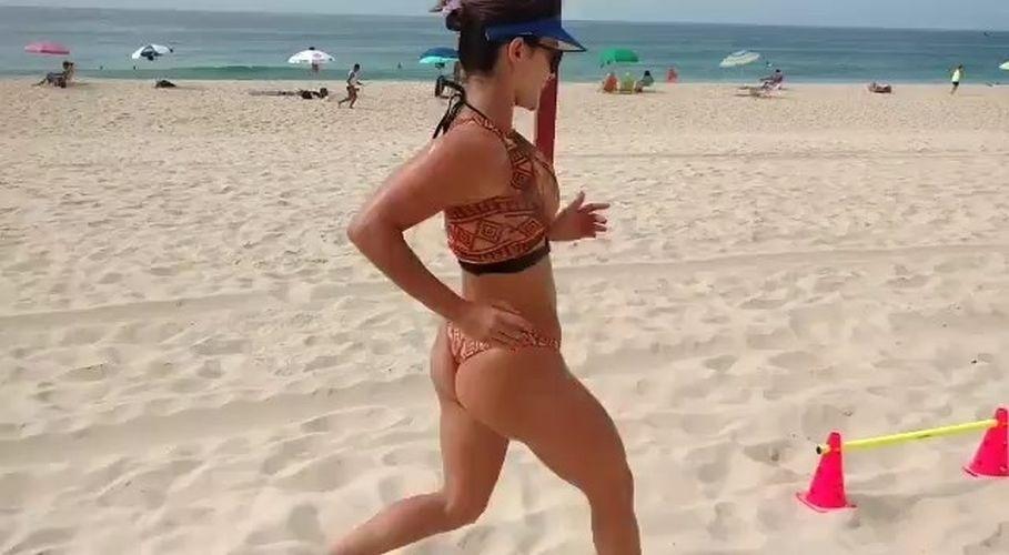 31.jan.2017 - Vídeo compartilhado por Laura Keller no Instagram mostra treino funcional da musa