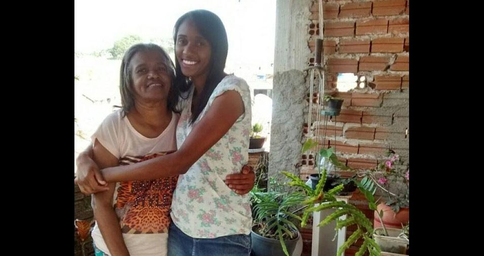 Lorane Ariel de Souza Gomes com a mãe Maria José, de Santa Rita do Sapucaí (MG)