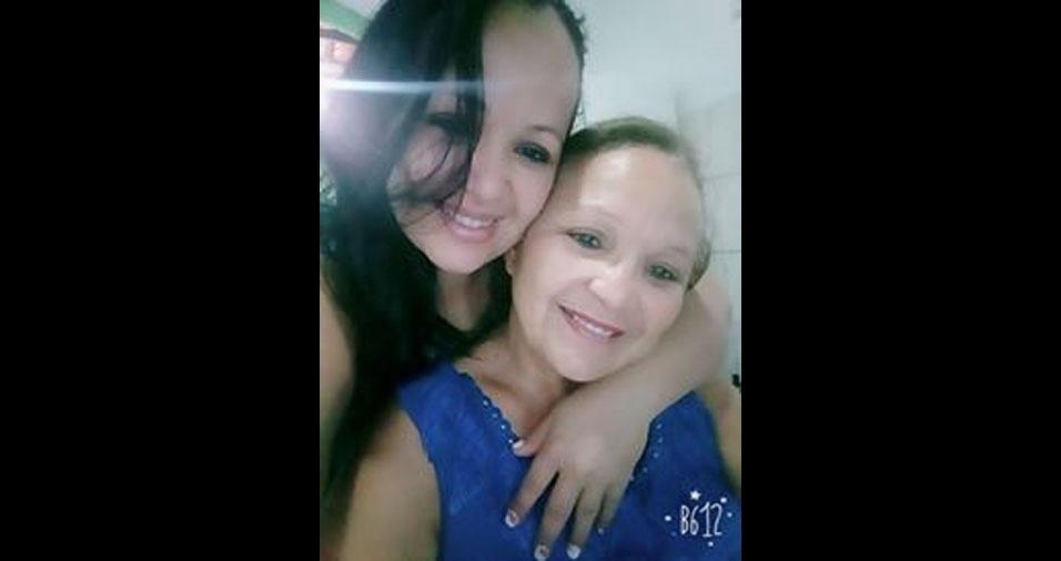 """Rochelle apresenta sua mamãezinha querida, a Cristina. Elas moram em São Luís  (MA): """"Neste dia das mães, quero desejar a ela toda felicidade do mundo. Te amo minha mãe!"""""""