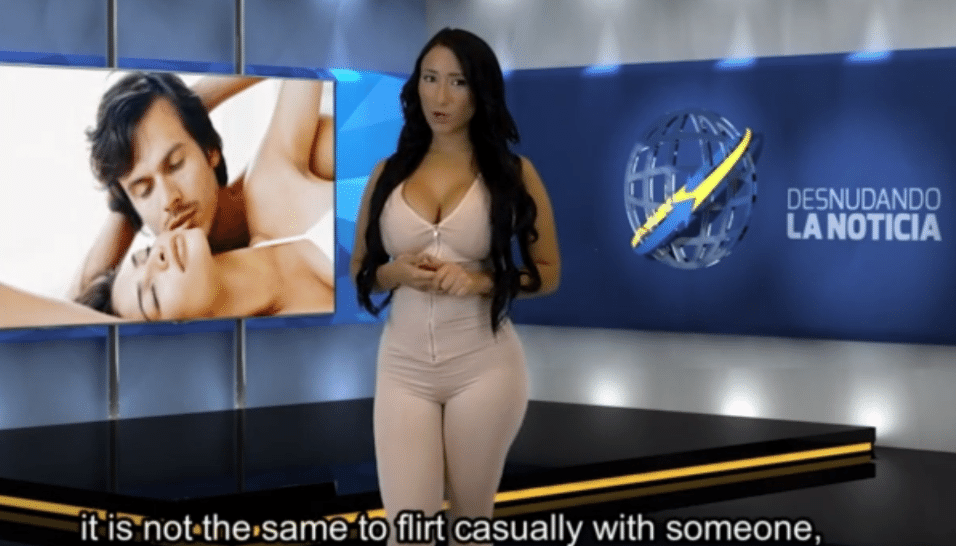 "27.set.2015 - Vestida, Paola Romero inicia o ""Desnudando la Notícia"""