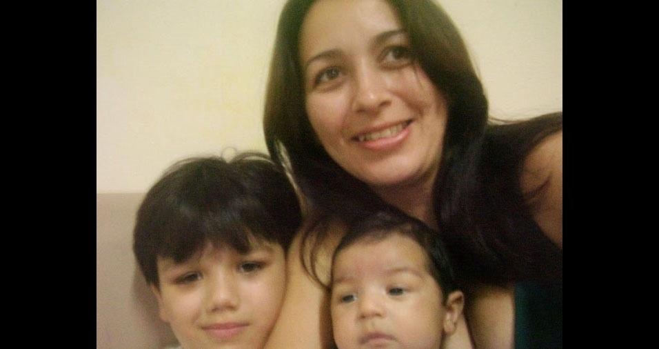 Arilane com os filhos Pedro Lucas e João Mateus, de Tangará (RN)