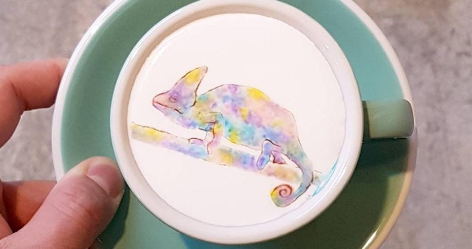31. Na xícara, o camaleão é tudo menos cor de café nas mãos de Lee