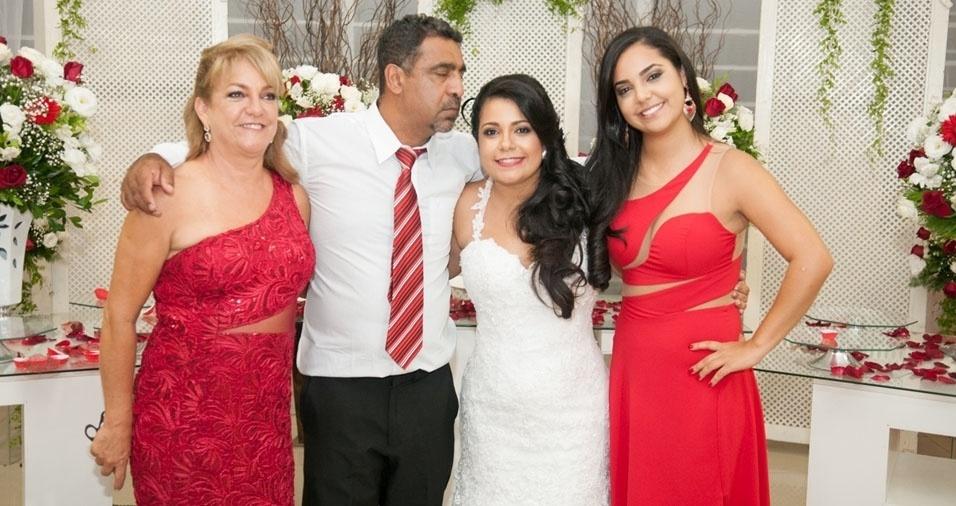 As filhas Ursula e Brenda, a mamãe Ana Cristina e o papai Joel Mariano