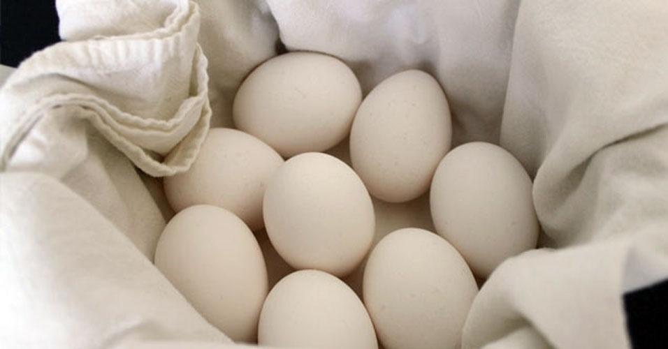 01. Ovos cozidos ficam perfeitos em uma panela de arroz. Eles vão ficar macios e fáceis de descascar. Além disso, você pode cozinhar vários de uma só vez.