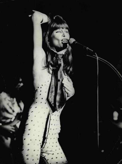 30.ago.1978 - A cantora e compositora Rita Lee durante show. Depois de deixar Os Mutantes, Rita Lee se reinventou como a principal cantora pop do Brasil nos anos 1970 e 1980