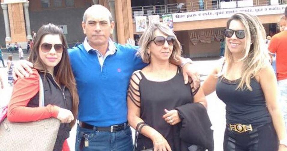 Franciele com a mãe Terezinha, a irmã Fernanda e o pai José