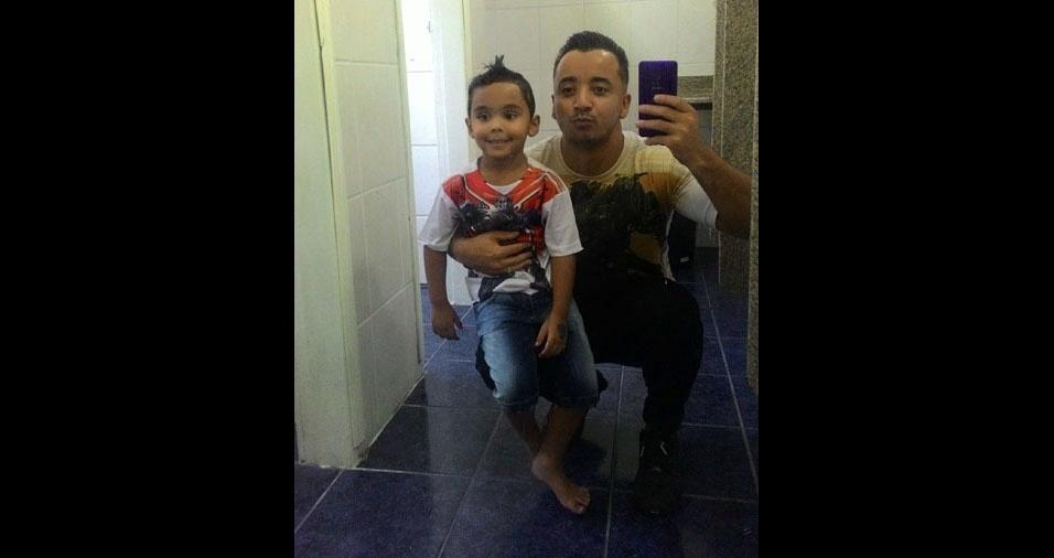 Papai Guto com o filho Pedro