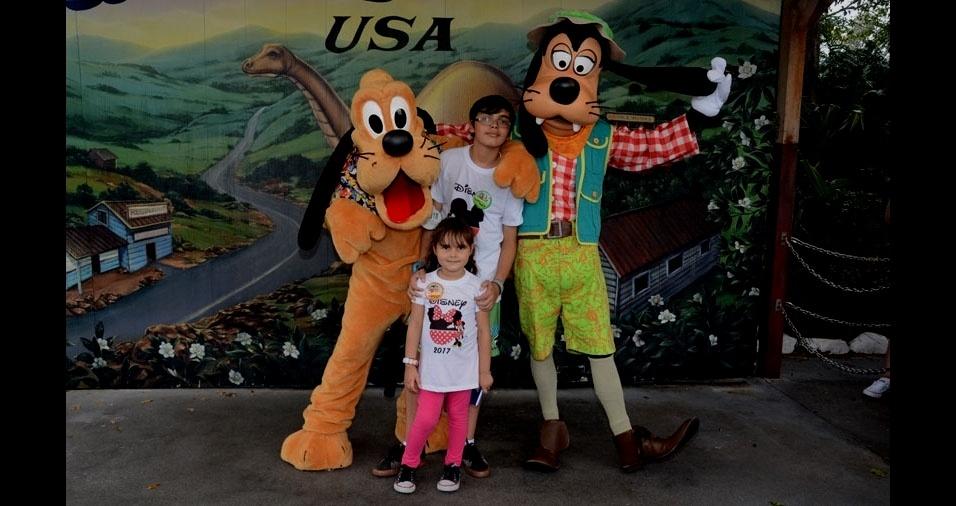 Carla Xavier enviou foto dos filhos Victor e Leticia