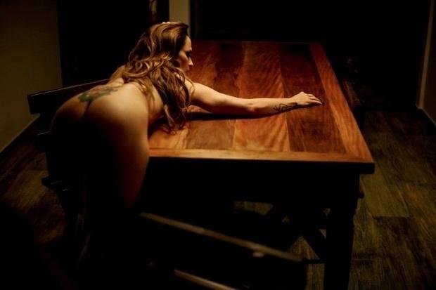 30.set.2016 - Nubia Óliiver posa sensual em ensaio nu