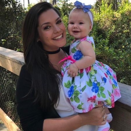 """1°.abr.2017 - Thaís Fersoza não poupou elogios à filha Melinda em foto publicada no Instagram para comemorar os 8 meses da pequena. """"O maior amor q já conheci na minha vida.. e como sempre me disseram, só aumenta.. como é maravilhoso ser mãe, como é maravilhoso ser sua mãe! Que benção meu Deus.. a cada segundo me encanto mais por ela.. seu sorriso constante, seus gritinhos e gargalhadinhas.. seu cheiro.. cheiro de amor puro!"""", escreveu a atriz - Reprodução/Instagram/tatafersoza"""