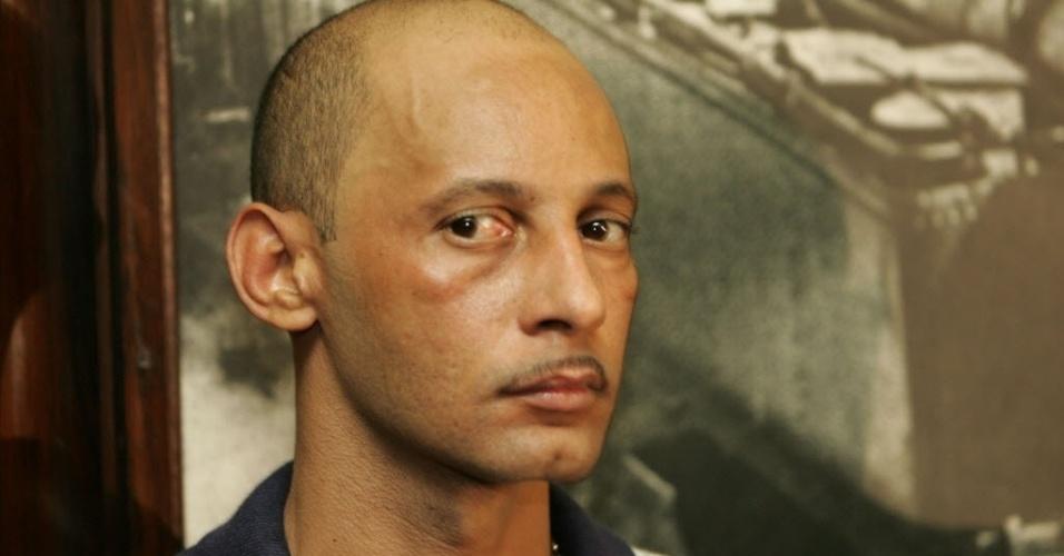 Edmílson Ferreira dos Santos, o Sassá, era considerado o principal líder da facção criminosa ADA em liberdade, até ser preso no Complexo da Maré, em 2005. O criminoso comandava o tráfico de drogas em pelo menos 17 favelas no Rio de Janeiro