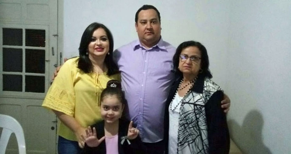 Miguelinda Rodrigues, de Jundiaí (SP), com os filhos Valcir Firmino, Cibele Loati e a neta Lara Loati