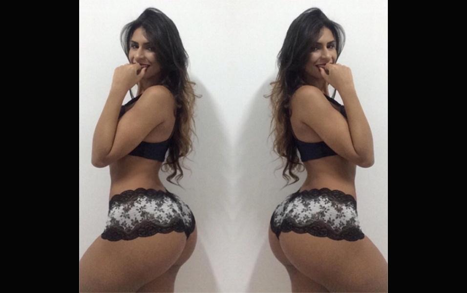 29.mai.2017 - A modelo Clariane Caxito segue fazendo palpitar o coração de seus mais de 100 mil seguidores no Instagram. A gata postou uma sequência de fotos em que aparece de lingerie