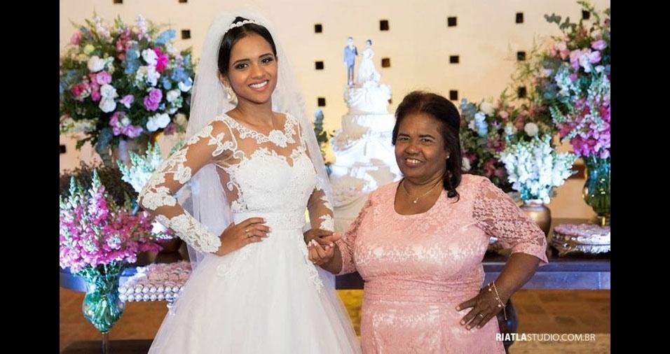 """Hosana Ribeiro Alves Santos fala da mãe, dona Maria dos Reis Ribeiro Alves, de Limeira (SP): """"A foto é do dia mais importante da minha vida e ela estava comigo, como sempre"""""""