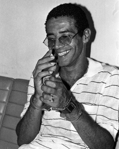 José Carlos dos Reis Encina, o Escadinha, também foi um dos fundadores da Falange Vermelha, e foi um dos traficantes mais famosos do Rio de Janeiro. O traficante ganhou notoriedade ao fugir de helicóptero do presídio da Ilha Grande (RJ), em 1985. Preso novamente, em 1988, o traficante foi condenado a mais de 50 anos de prisão. Em 2004, Escadinha cumpria o regime semiaberto quando, ao sair do presídio Plácido Sá Carvalho, em Bangu, na manhã de 23 de setembro, foi assassinado com dois tiros no rosto. Cerca de 250 pessoas foram ao enterro de Escadinha, a maioria moradores do morro do Juramento, antigo reduto do traficante