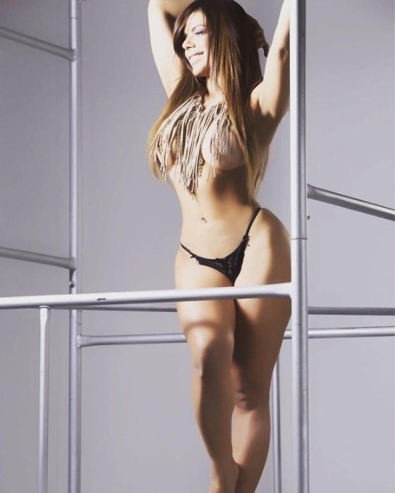 """10.jun.2016 - """"Nudes uma forma de libertação"""", escreveu a beldade Suzy Cortez em imagens cheias de sensualidade postadas no Instagram nesta sexta-feira. Os internautas adoraram os """"nudes"""" da gata: """"Espetacular"""", """"Musa, deusa, maravilhosa"""""""