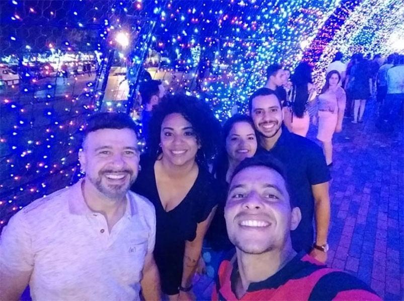 """""""Osvaldo Fernandes Martins, minha filha e meu genro. Somos de Maringá (PR). Feliz Natal a todos!"""""""