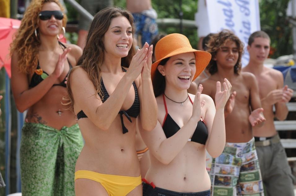 """2008 - Juliana (Juliana Schalch) e Natália (Cecília Dassi) no festival de surfe da praia azul da novela """"Três Irmãs"""""""