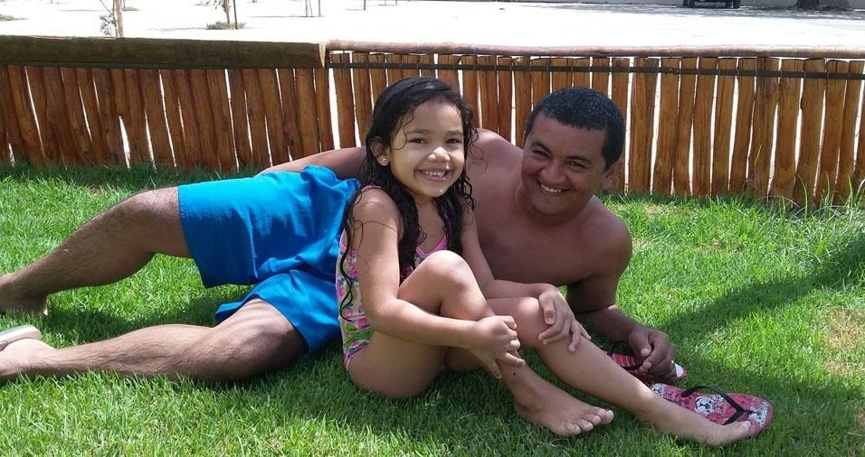 José Vitor com a filha Daffny, de Uruoca (CE)