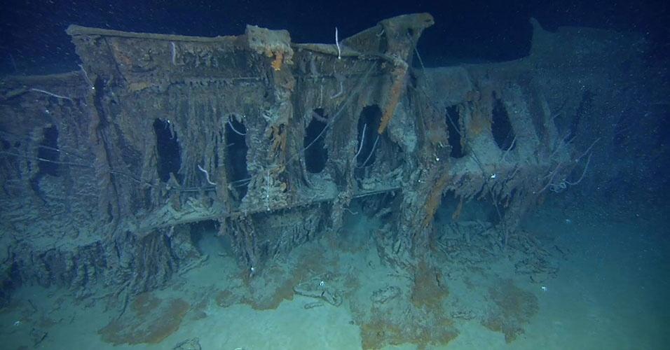 Os restos do Titanic ainda repousam no Oceano Atlântico, a cerca de 600 km da costa de Newfoundland, em uma profundidade de cerca de 3.800 m