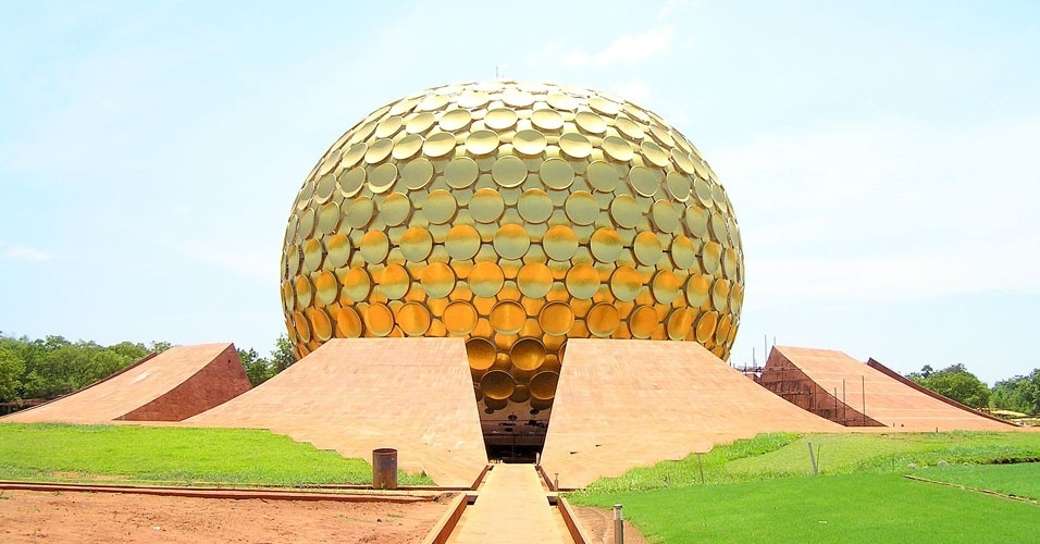 24. Há uma cidade na Índia chamada Auroville, fundada em 1968, onde seus habitantes não usam dinheiro e não têm religião