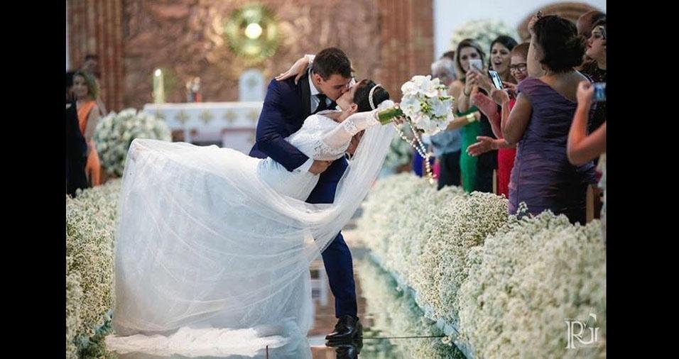 Kamila Cristina Silva Goulart e Leonardo Cleber da Silva se casaram em 18 de março de 2017, na Paróquia São Judas Tadeu, em Brasília (DF). O registro é do fotógrafo Raphael Gallo