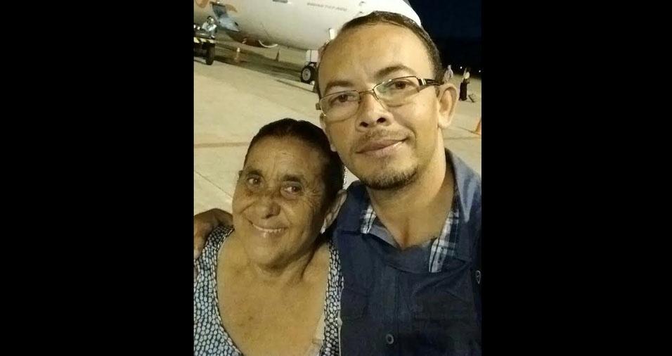 Edson com a mamãe Maria, de Maceió (AL)