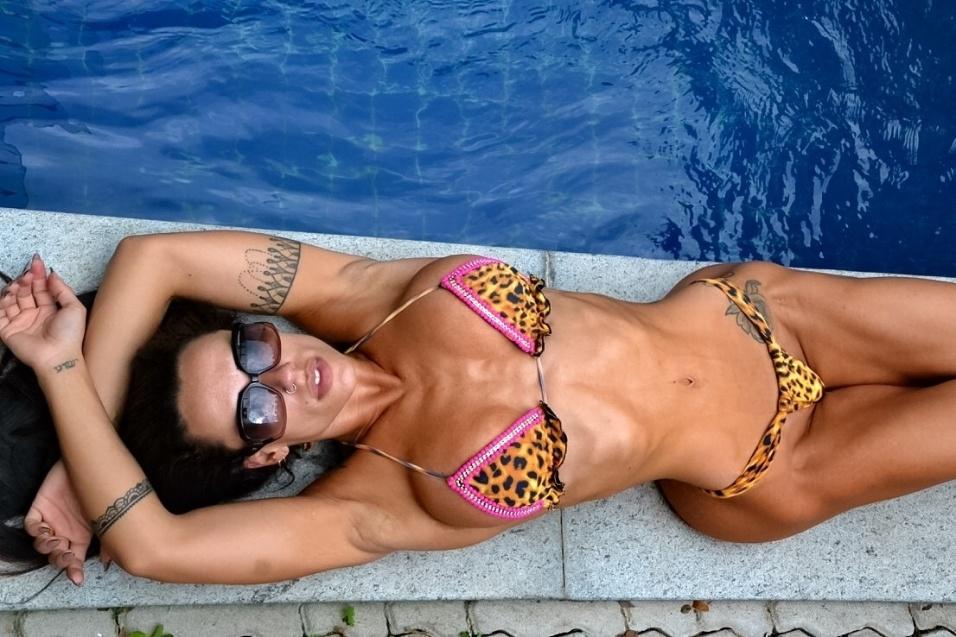 """5.fev.2016 - A musa fitness Sue Lasmar revelou que não preparou nenhuma surpresa para sua estreia no Carnaval carioca. """"A surpresa é para mim mesma, estar desfilando pela primeira vez"""", adiantou. Será que ela está escondendo o jogo?"""
