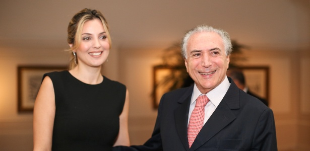 Marcela Temer posa para foto ao lado do marido, em março de 2015
