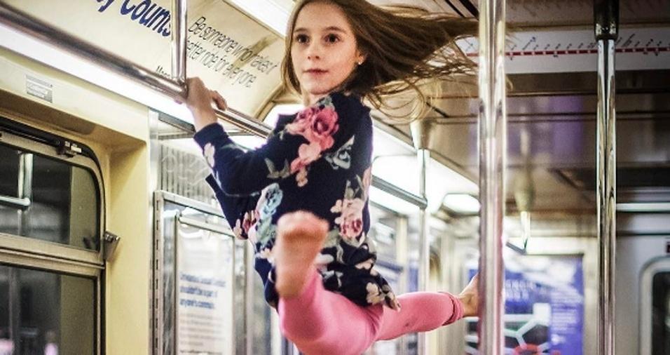 6. Os dançarinos retratados por Jordan mostram a beleza e a graciosidade da dança, saindo das salas de espetáculos e tomando conta dos mais diversos cenários do cotidiano com seus movimentos precisos