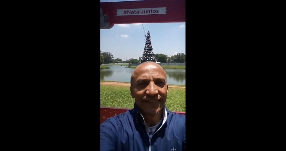 Osvaldo de Souza, de São Paulo (SP), curtindo as preparações de Natal junto a árvore de Natal no Ibirapuera, São Paulo