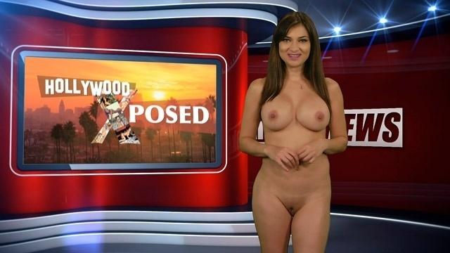 8.out.2015 - Após um striptease, Natasha Olenski aparece nua no final do telejornal Naked News