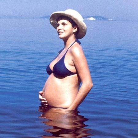 Em 1970, a atriz brasileira Leila Diniz causou polêmica ao posar grávida com um biquíni. No entanto, as praias cariocas já vislumbravam os populares biquínis, que no Brasil ficaram cada vez menores com o passar dos anos - Reprodução