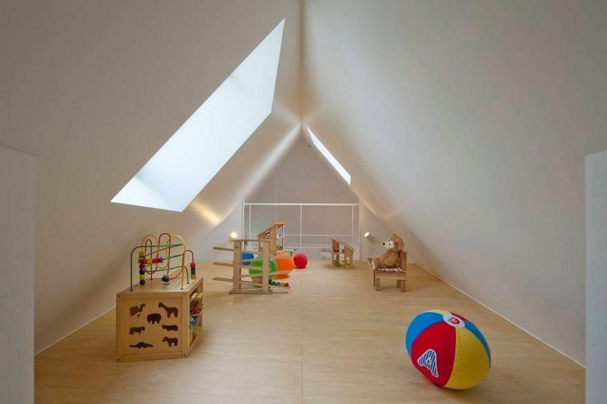 6.fev.2017 - Mini sótão é usado como espaço para lazer infantil