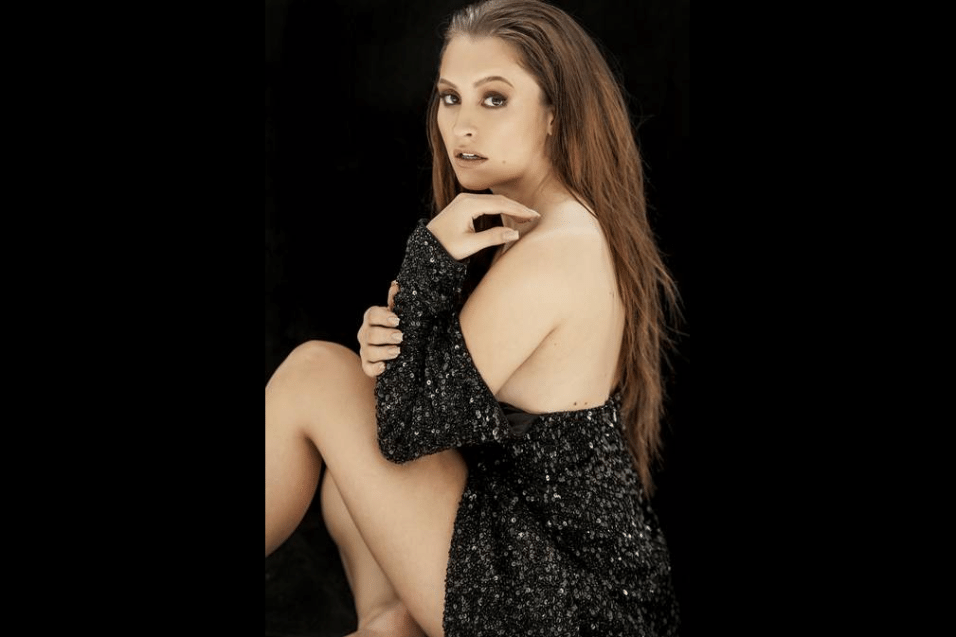 19.jun.2017 - Prestes a completar 27 anos de idade, Carla Diaz revelou que sente um certo medo dos homens na hora de se aproximar