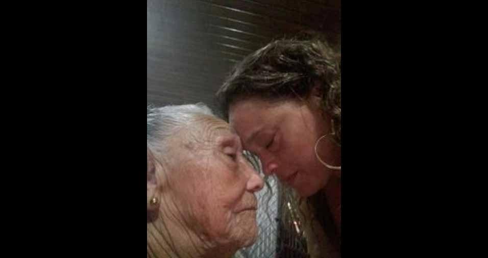 Edna Mendes, de Maua (SP), com a avó Maria Nazaré, de São Domingos, Terra Firme (PA)