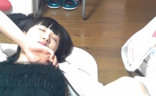 24.set.2015 - Essa mulher foi pega em flagrante tirando uma soneca...