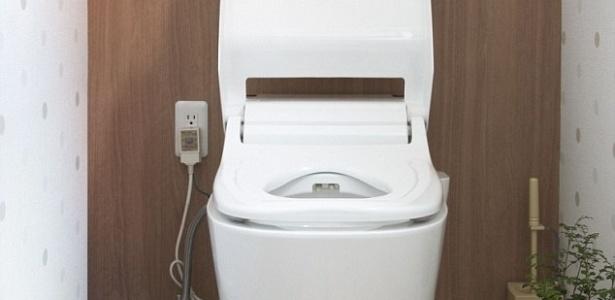 Antes da invenção de Alexander Cumming, cheiro de excrementos retornava ao vaso sanitário