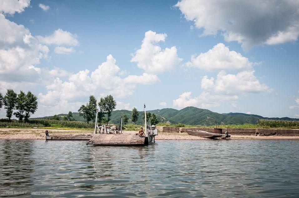 """8. """"Há alguma infraestrutura estilo anos 50 no lado norte-coreano do rio..."""""""