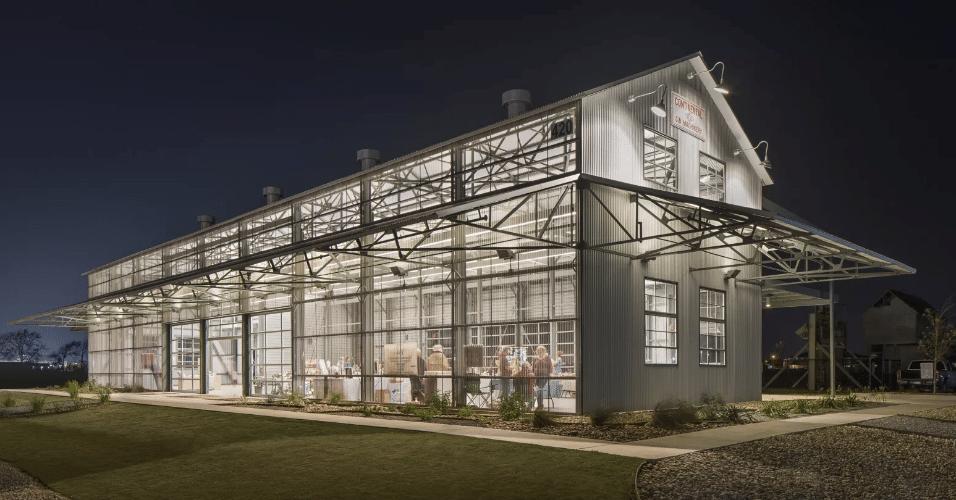 20.jan.2017 - A reforma e transformação de um galpão para armazenamento de algodão no Texas foi outro premiado no concurso da AIA. O The Cotton Gin ganhou ares modernos para se tornar um espaço para eventos
