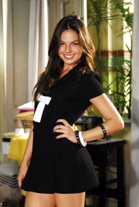"""3.set.2008 - Na novela """"Beleza Pura"""", Isis Valverde fez sucesso na pele da manicure Rakelly. O maior sonho da jovem era ser dançarina do """"Caldeirão do Huck"""""""