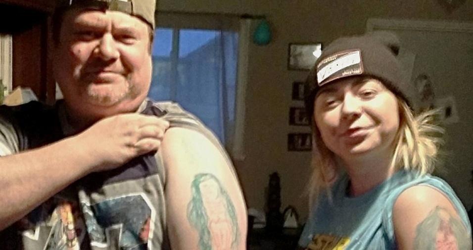 25. Cassie e Chris são muito unidos. Apesar das risadas garantidas pelas cópias de selfies do pai, os dois não se desgrudam e aparecem constantemente posando juntos