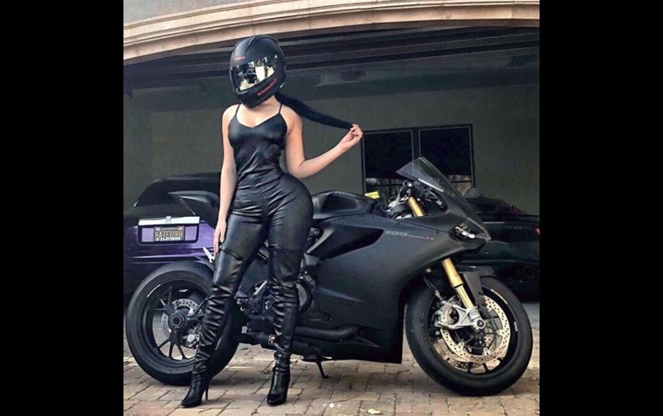 27.dez.2017 - A Ducati Panigale da imagem tem cerca de 200 cv de potência