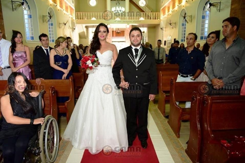Letícia Silva Vieira e Floriano de Lima se casaram no dia 07 de maio de 2016, em Caratinga (MG)