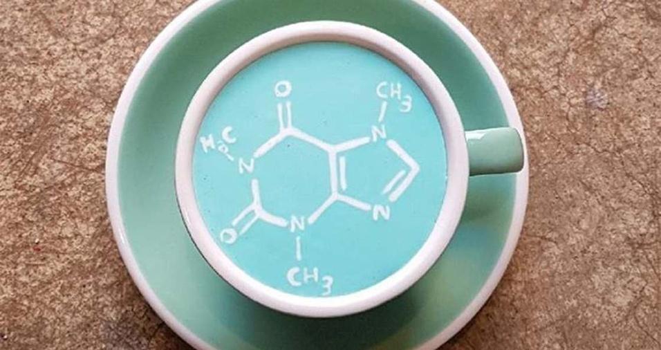 16. A fórmula da cafeína não ficou de fora da xícara