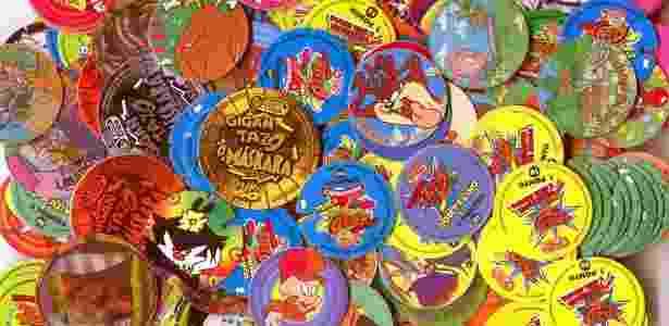 """Jan.1997 - A febre da """"Tazo Mania"""", os pequenos discos colecionáveis que vinham nos salgadinhos da Elma Chips - Divulgação"""